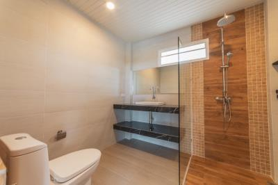 Newly-Completed-Chaweng-Villa-Shower