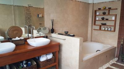 Bophut-Ocean-View-Villa-Bathtub