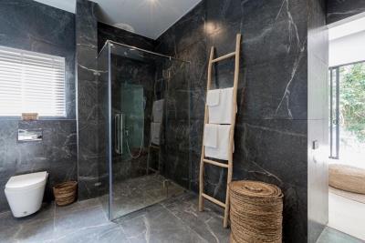 Vova-Village-Ko-Samui-Shower-Complete