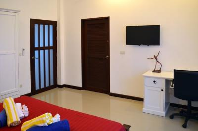 maenam-3-bedroom-pool-villa-for-sale-koh-samui-bedroom-4