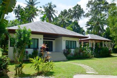 maenam-3-bedroom-pool-villa-for-sale-koh-samui-Garden