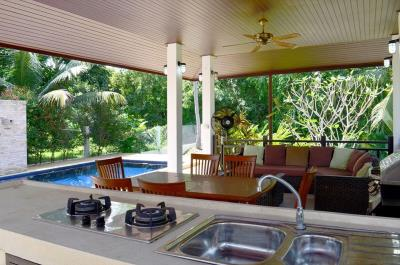 maenam-3-bedroom-pool-villa-for-sale-koh-samui-outdoor-kitchen