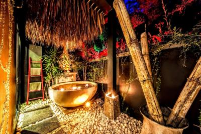 Villa-Kensho-Ko-Samui-Bathtub-Night