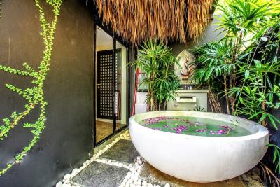 Villa-Kensho-Ko-Samui-Outdoor-Bathtub