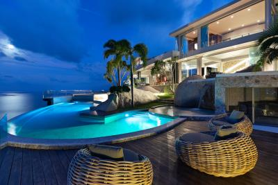 Ko-Samui-Luxury-living-At-Its-Best-Pool-Night