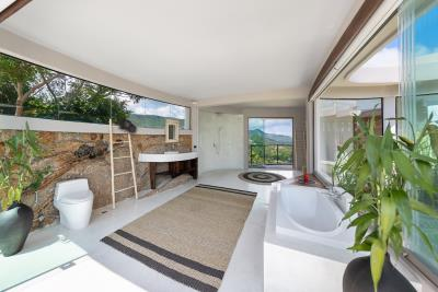 Ko-Samui-Luxury-living-At-Its-Best-Master-Bathroom