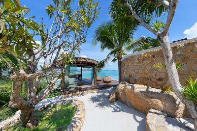Ko-Samui-Luxury-living-At-Its-Best-Walkway