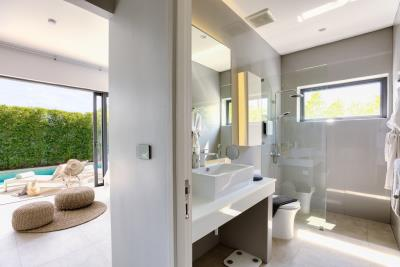 New-Bangrak-Pool-Villa-Master-Bathroom