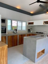 Bophut-Pool-Villa-Modern-Kitchen