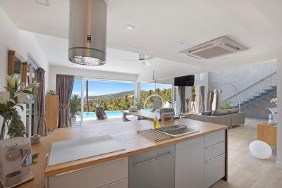 Sea-View-Luxury-Property-Kitchen