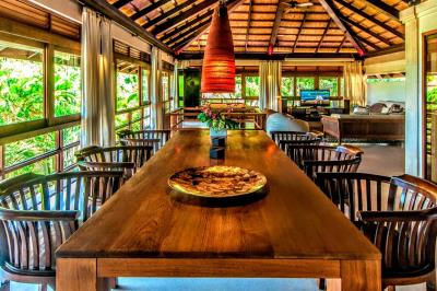 Bali-Villa-Dining-Table