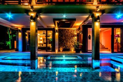 Bali-Villa-Pool-Night