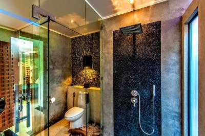 Bali-Villa-Rain-Shower