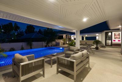 Bophut-Residence-Outdoor-Area-Night