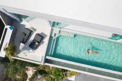 Villa-Amelie-Pool-Above