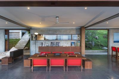 The-Naked-House-Dining-Table