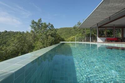 The-Naked-House-Pool