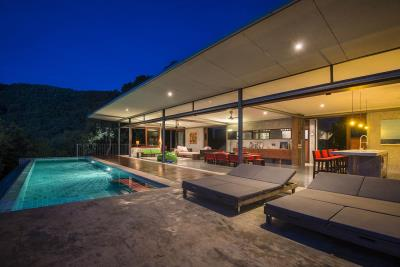 The-Naked-House-Terrace-Night