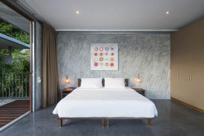 The-Naked-House-Bedroom-5