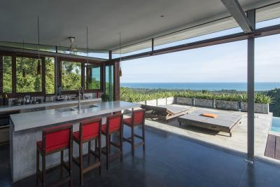 The-Naked-House-Breakfast-Bar-View