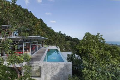 The-Naked-House-Pool-Side
