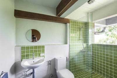 The-Naked-House-Shower