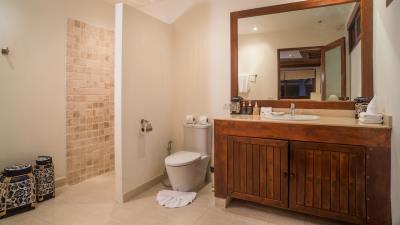 Baan-Leelavadee-Bathroom-3