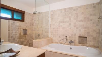 Baan-Tawan-Bathroom-2