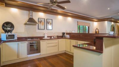 Baan-Tawan-Western-Kitchen