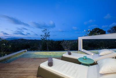 Koh-Samui-Villas-Pool-Night