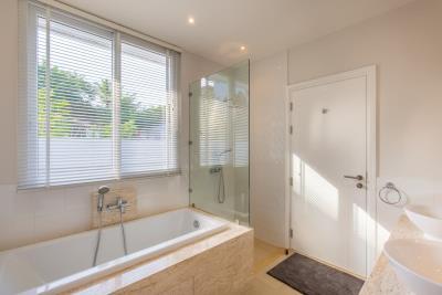 Samui-Freehold-Property-Bathroom