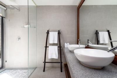 Villa-Suralai-Bathroom
