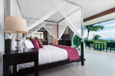 Villa-Suralai-Master-Bedroom