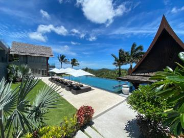Villa-Suralai-Poolside-Loungers