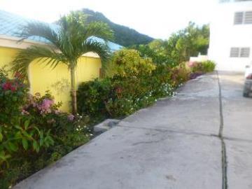 courtyard-parking