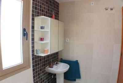 20-Bathroom-upstairs