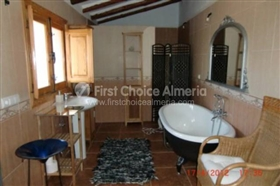 Image No.7-7 Bed Property for sale