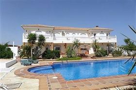 Image No.1-7 Bed Villa for sale