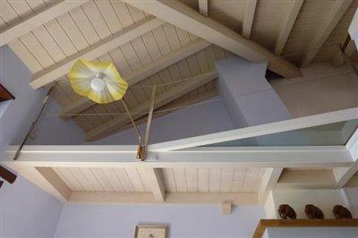28-3-il-tetto-a-vista-dal-salone---Copy