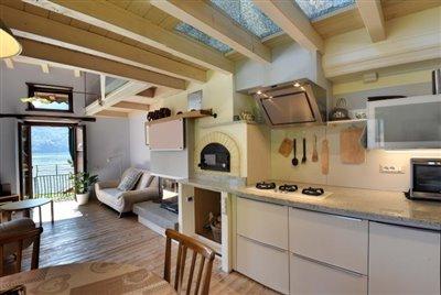24-cucina-con-forno-a-legna-e-camino---Copy
