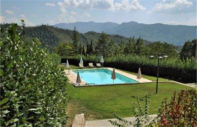casali-toscana-casa-ciompi-foto13-vista-piscina-1172x756