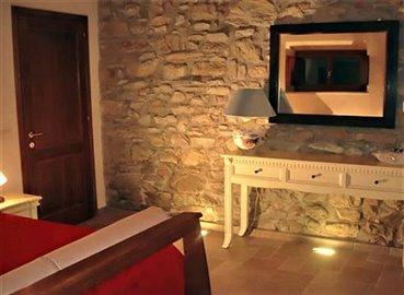 casali-toscana-casa-lisa-foto12d-vista-camera-matrimoniale-1172x856