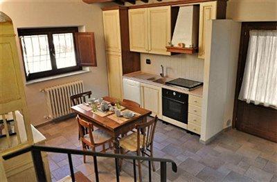 casali-toscana-casa-lisa-foto02-vista-cucina-1172x776