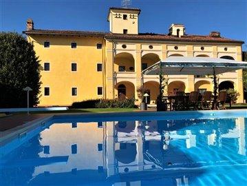 esterno-casa-piscina
