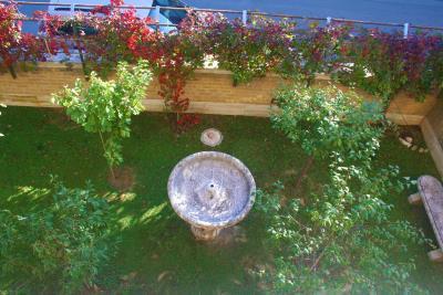 giardino-dall-alto-con-fontana--artistica-travertino
