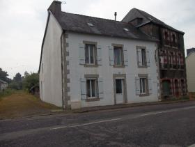 Plonevez-du-Faou, Village House