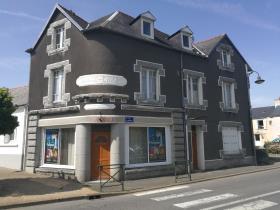 Plonevez-du-Faou, Commercial