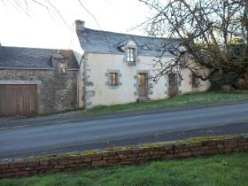 Image No.0-Maison de village de 2 chambres à vendre à Collorec