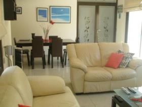 Image No.2-Maison / Villa de 4 chambres à vendre à Oroklini