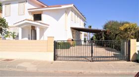 Paralimni, Villa